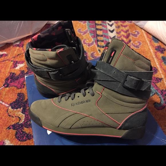 Reebok Sneakers (Alicia Keys Edition) 54-11. M 5a5fef0ca44dbe900f6c1de5 18dd4789e